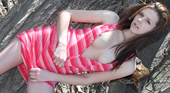 ケイラ - 正統派金髪美少女が初めてカメラの前でその裸体をさらけ出す!10代初脱ぎ美少女 ケイラ