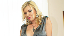 既婚の清掃作業員を誘惑する淫欲な熟女 熟女OLの誘惑 DONNA BELL ドナ ベル 8