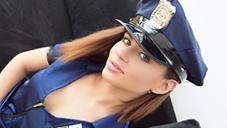 突然巡回訪問に来たセクシー美女ポリスと・・CUTIE POLICE ERIKA KORTI VOL2