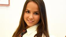 可愛い巨乳の教え子に誘われて・・JAPANESE STUDY Olivia Nice : オリビア ナイス : 【金髪天國(金8天国)】