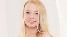 オリビア 汁姫 可愛い顔してヌレヌレ美少女 大人気TEENモデル OLIVIA