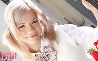 控えめな笑顔がとってもかわいいビビちゃん!ブルーの瞳に綺麗な金髪!もうたまらんっす〜!