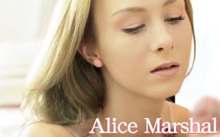 落ち着いた雰囲気で僕たちを魅了するアリスちゃん!見事なスレンダーボディーに真っ白な肌・・たまらないっす!